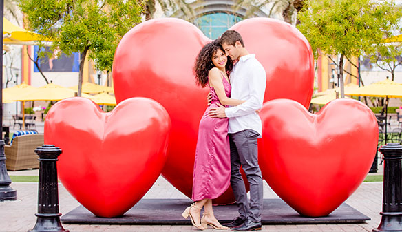 Westgate Entertainment District Love event - couple in front of heart